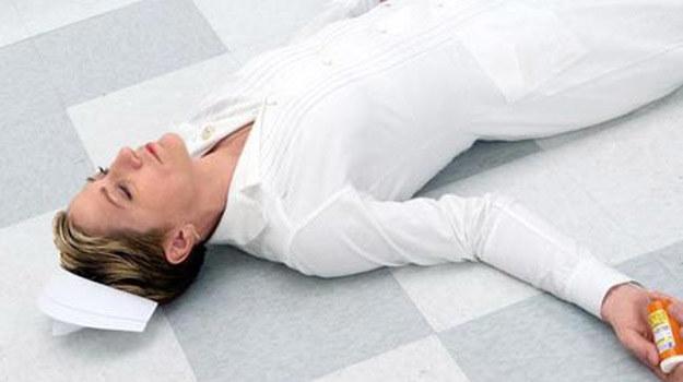 Siostra Jackie wypoczywa po dawce leków przeciwbólowych /Universal /materiały prasowe