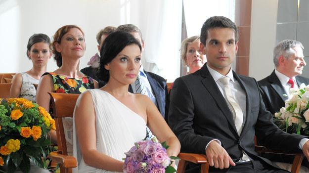 """Ślub cywilny Kasi i Ksawerego zobaczymy w 659. odcinku """"Barw szczęścia"""" (emisja w poniedziałek 28 listopada). /Agencja W. Impact"""