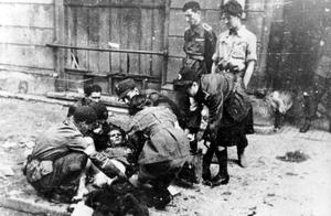 """""""Armia Czerwona nie mogła pomóc Powstaniu Warszawskiemu? Nieprawda"""""""