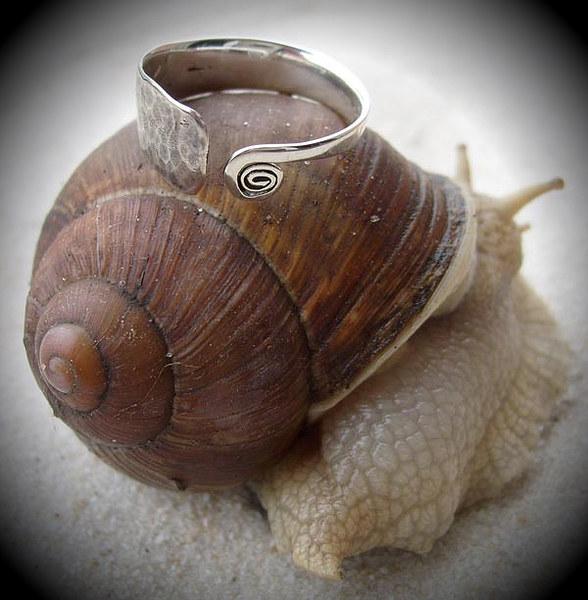 """-Sebabowy warsztat z duszą- model-ślimak Lubluś- foto SeBaba- Pierścień z kolekcji """"Pachamama"""""""