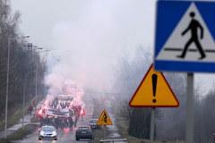 """""""PiS - grabarze polskiego górnictwa!"""". Protest górników z kopalni Krupiński"""