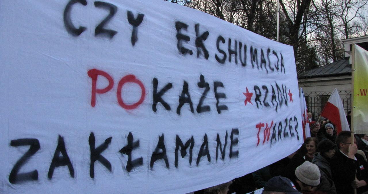 """Putin - morderca, Tusk - zdrajca"" - demonstracja przed ambasadą Rosji"