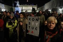 """""""Wolne sądy, Wolne wybory, Wolna Polska"""". Polacy manifestowali w obronie sądów"""