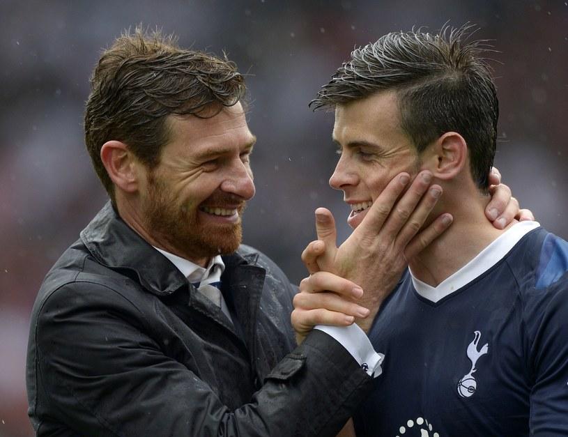 Andre Villas-Boas (z lewej) liczy, że Gareth Bale zostanie w Tottenhamie /AFP