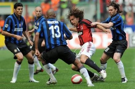 Andrea Pirlo jest tak zmotywowany, że gotów byłby walczyć z Interem w pojedynkę /AFP