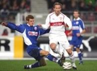 Andreas Hinkel (z prawej) odpocznie od futbolu przez trzy tygodnie /AFP