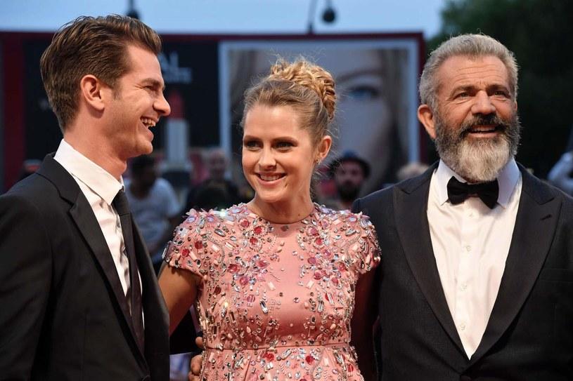 """Andrew Garfield, Teresa Palmer i Mel Gibson na premierze filmu """"Przełęcz ocalonych"""" na festiwalu w Wenecji (2016) /AFP"""