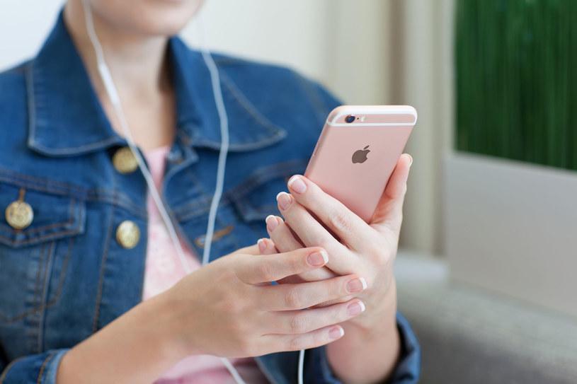 Android 7.0 Nougat został przedstawiony na iPhonie? /©123RF/PICSEL