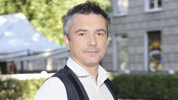 Andrzej Andrzejewski skończył warszawską Akademię Teatralną, a od 2010 roku związany jest z Teatrem Kwadrat /Niemiec /AKPA