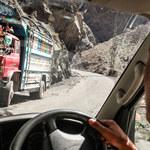 Andrzej Bargiel w drodze na K2. Wyprawa przejechała legendarną drogą