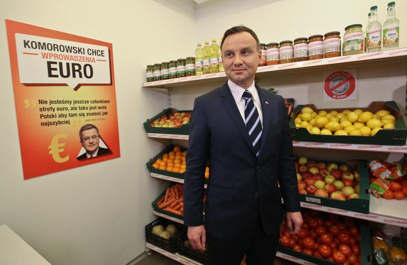 """Andrzej Duda podczas otwarcia sklepu """"Bronko-Market"""" /Rafał Guz/PAP /PAP"""