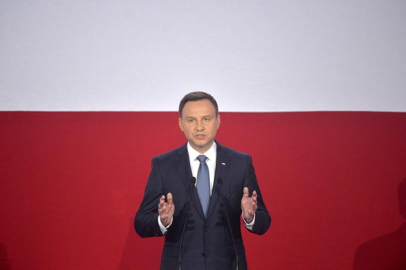 Andrzej Duda przemawia podczas wieczoru wyborczego w sztabie w Warszawie /Jacek Turczyk /PAP