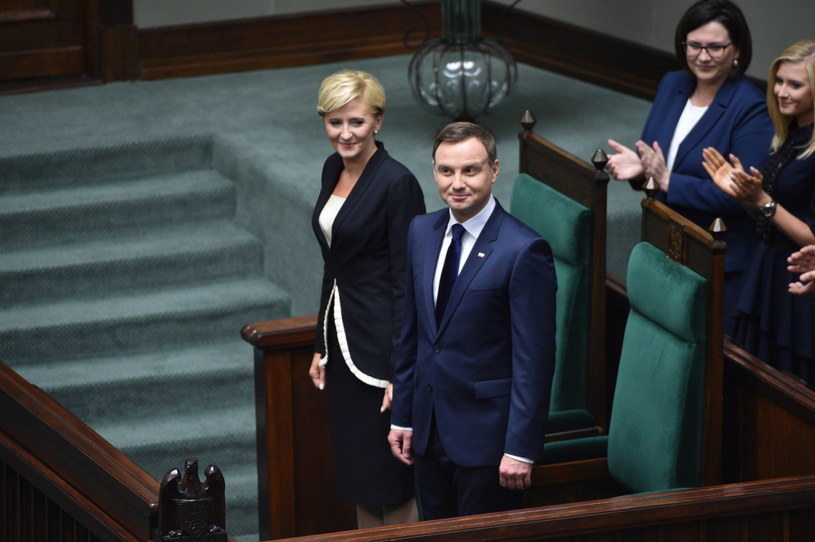 Andrzej Duda z małżonką podczas zaprzysiężenia /Jacek Turczyk /PAP