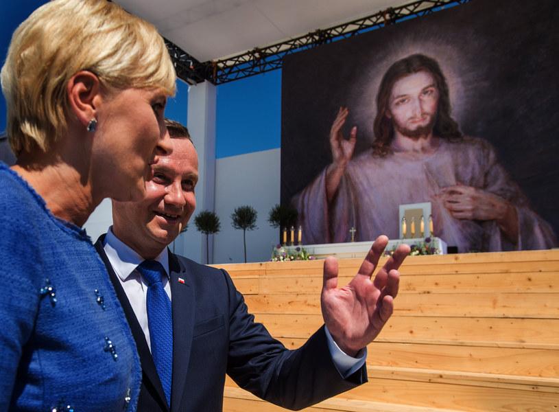 Andrzej Duda z małżonką w Brzegach /Jakub Szymczuk / Foto Gość /Agencja FORUM