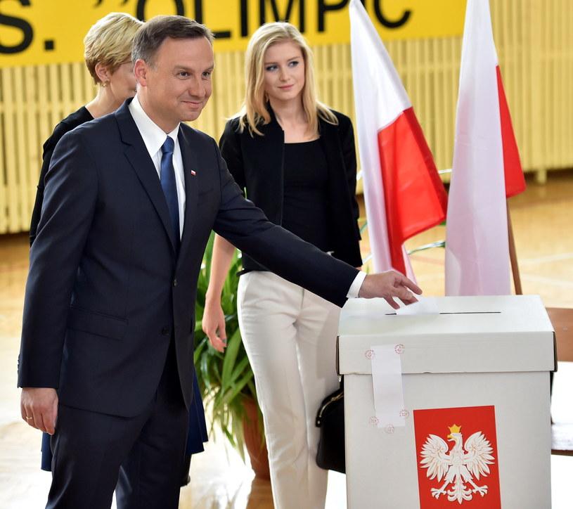 Andrzej Duda z żoną i córką, fot. Jacek Bednarczyk /PAP