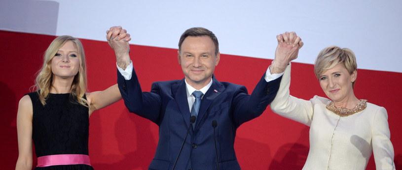 Andrzej Duda z żoną i córką /Jacek Turczyk /PAP