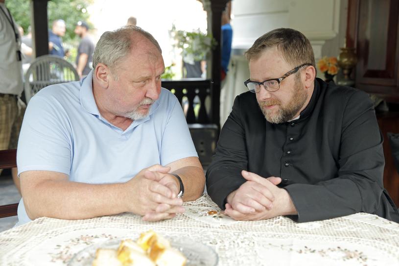 """Andrzej Grabowski i Olaf Lubaszenko na planie """"Blondynki"""" /AKPA"""