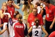 Andrzej Niemczyk i Ireneusz Kłos bacznie obserwują występy kadrowiczek w klubach /www.fivb.org