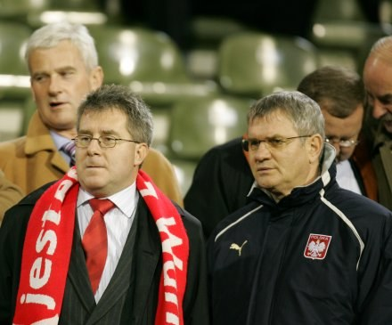 Andrzej Rusko (z prawej) wierzy, że FIFA nas nie wykluczy - Fot. Łukasz Grochala /Agencja Przegląd Sportowy