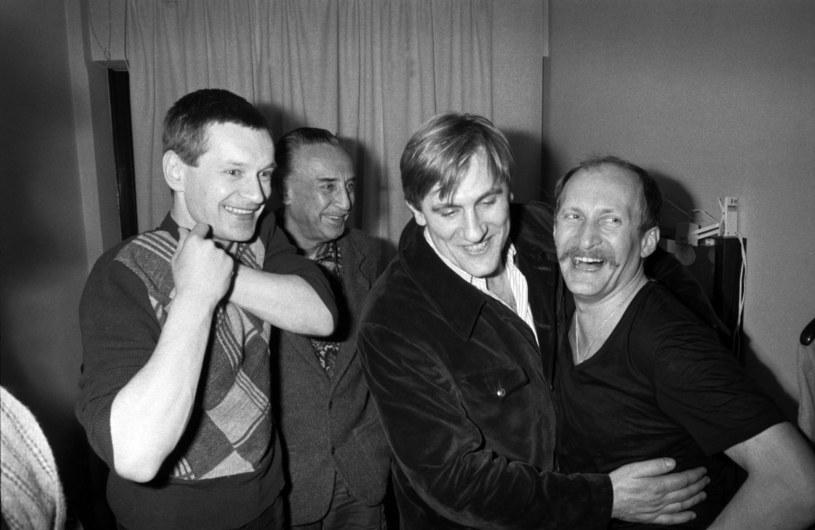 Andrzej Seweryn, Romain Gary, Gerard Depardieu i Wojciech Pszoniak w teatrze Maison de la Culture de Nanterre w 1980 roku /Wojtek Laski /East News