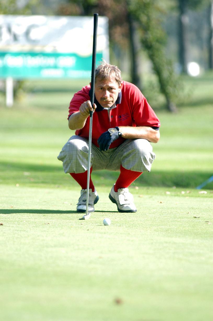 Andrzej Strzelecki to zapalony golfista /MWMedia