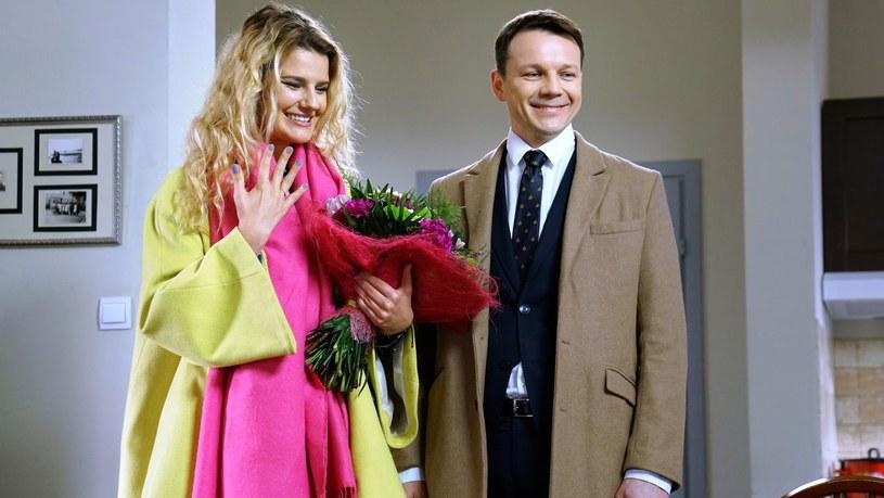 """Aneta przyjmie oświadczyny Bruna. Czy dojdzie do ślubu? Zobaczymy po wakacjach w nowych odcinkach """"Barw szczęścia""""! /www.barwyszczescia.tvp.pl/"""