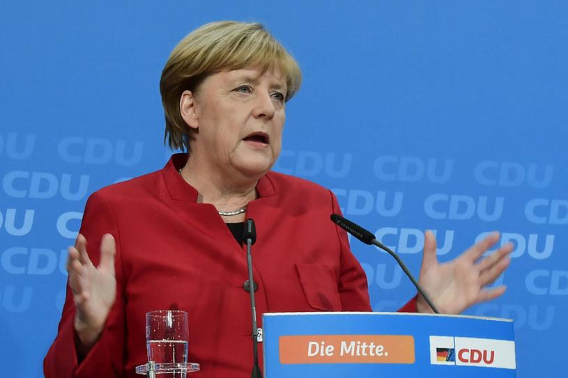 Angela Merkel długo zastanawiała się nad decyzją /AFP