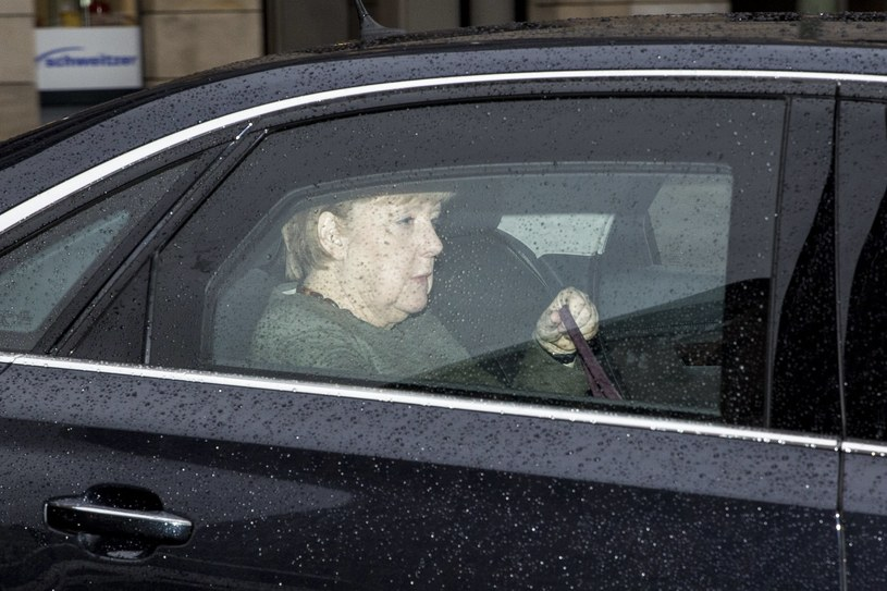 Angela Merkel w drodze na spotkanie w sprawie koalicji /OMER MESSINGER  /PAP/EPA