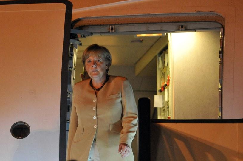 Angela Merkel w wejściu do samolotu /AFP