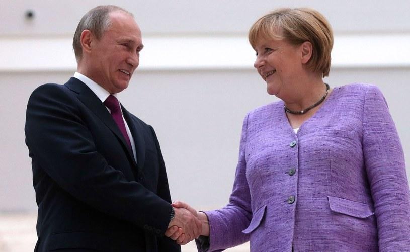 """Angelę Merkel i Władimira Putina łączy """"trudna przyjaźń"""" /AFP"""