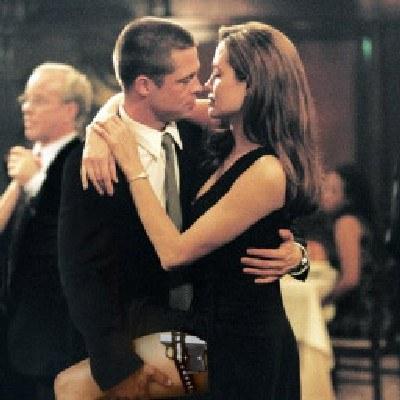 """Angelina Jolie i Brad Pitt w filmie """"Mr & Mrs Smith"""" /AFP"""