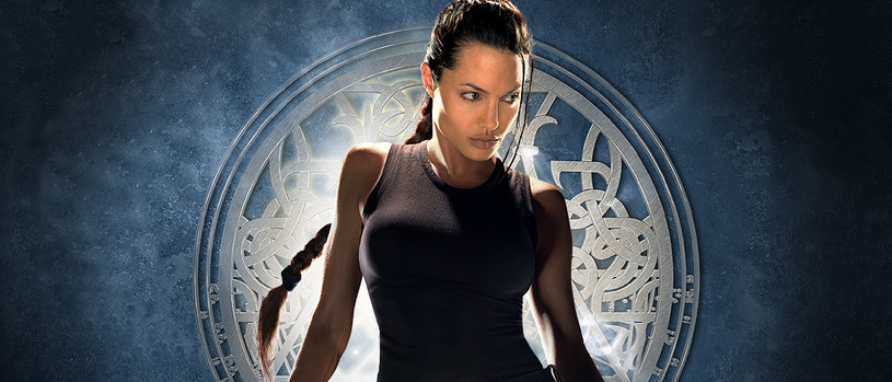 "Angelina Jolie jako Lara Croft na platach filmu ""Tomb Raider"" z 2001 roku /materiały prasowe"