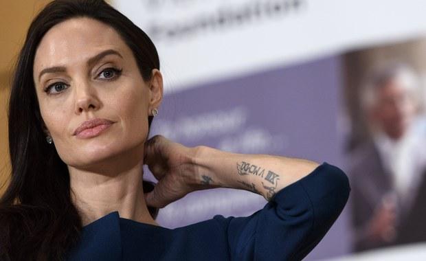 """Angelina Jolie po raz pierwszy szczerze o rozwodzie. """"Łzy tylko pod prysznicem"""""""