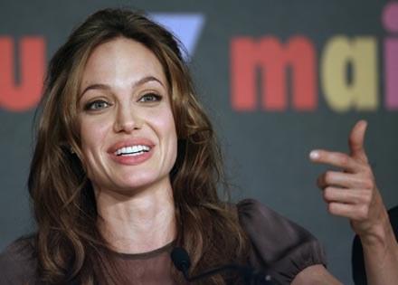 """Angelina Jolie podczas konferencji prasowej po filmie """"A Mighty Heart"""" /AFP"""