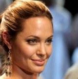 """Angelina marzyła o """"blondynku z niebieskimi oczami"""" /AFP"""