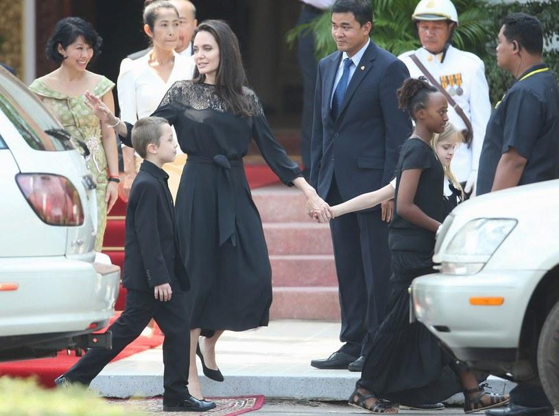 Angelina z dziećmi /East News
