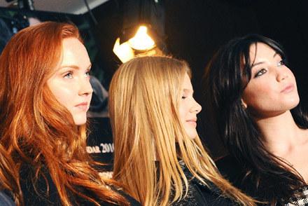 Angielskie modelki  Lily Cole (z lewej) i Daisy Lowe (z prawej)  podczas prezentacji kalendarza /AFP