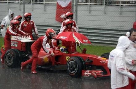 Ani Felipe Massa ani Ferrari nie mają powodów do radości na początku sezonu. /AFP