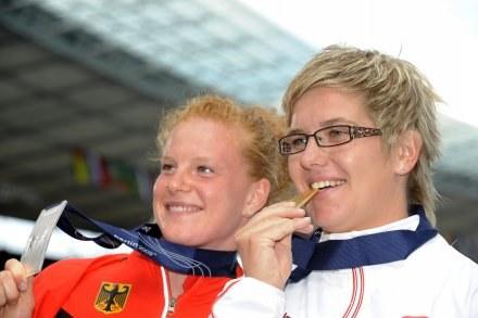 Anita Włodarczyk ze złotym medalem mistrzostw świata. /AFP