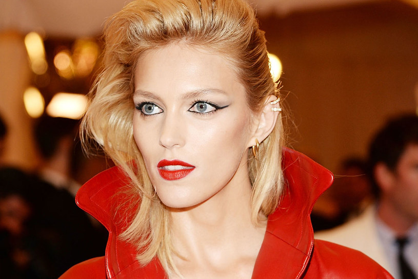 Anja Rubik uwielbia czarną kredkę /Getty Images/Flash Press Media