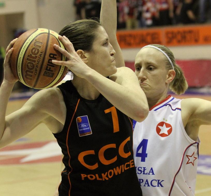 Anke De Mondt z Wisły Can-Pack oraz Belinda Snell z CCC Polkowice /Jacek Bednarczyk /PAP