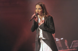 """Anna Dereszowska wciąż koncertuje, śpiewając piosenki ze swojej płyty """"Już nie zapomnisz mnie"""" /  /AKPA"""