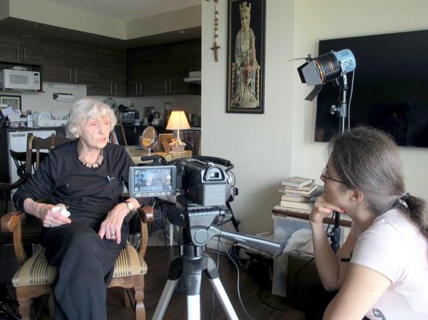 Anna Hejczyk przeprowadzająca wywiad ze świadkiem historii. Montreal, Kanada (2014 r.) /Centrum Dokumentacji Zsyłek, Wypędzeń i Przesiedleń Uniwersytetu Pedagogicznego /