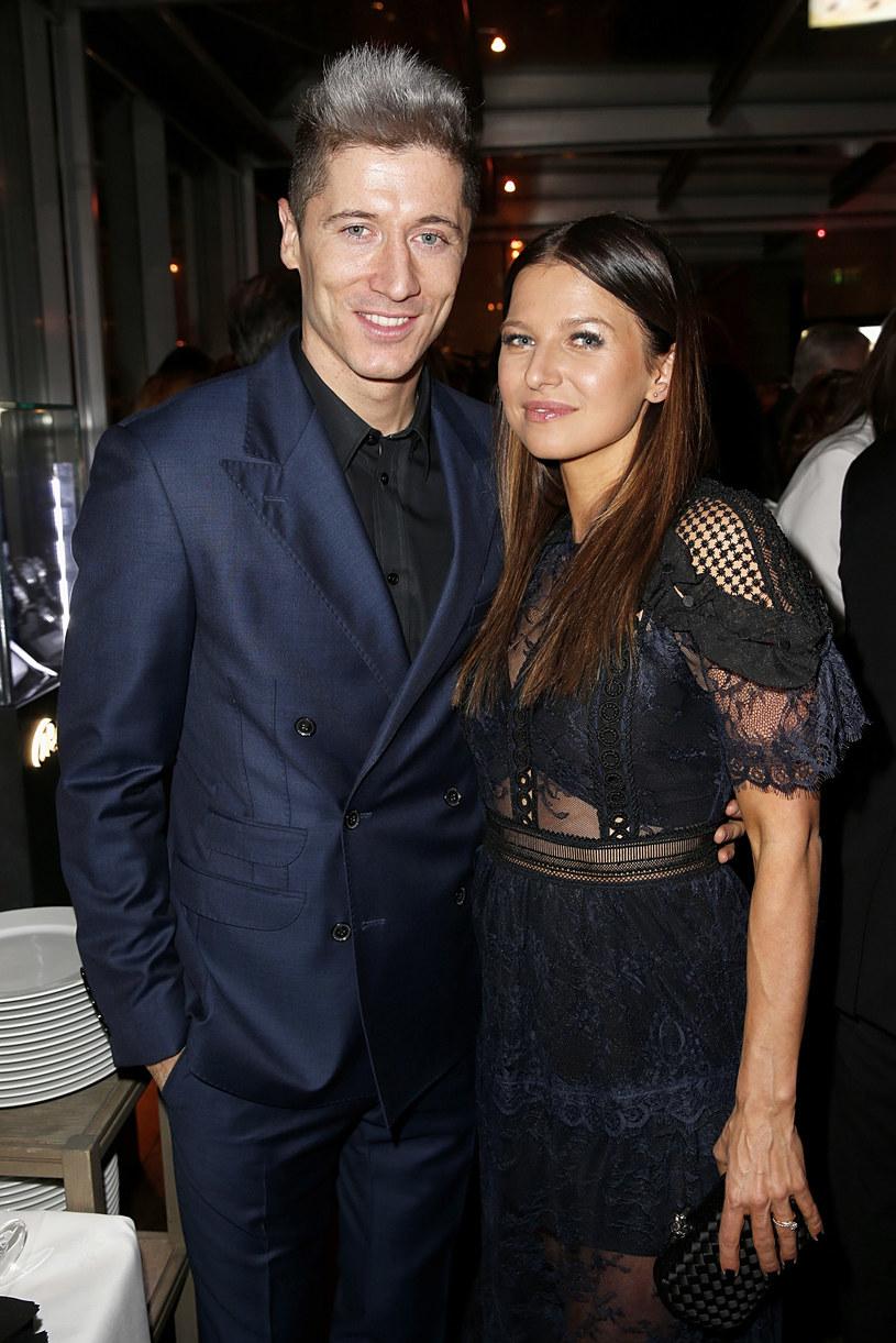 Anna i Robert Lewandowscy wybrali się na imprezę /Dominik Bindl / Stringer /Getty Images