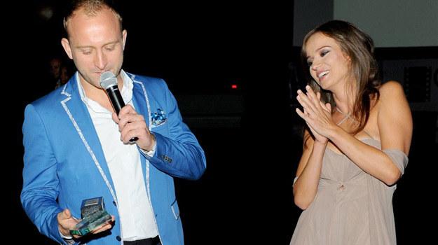 Anna Przybylska otrzymuje Diamentowego Klapsa od Borysa Szyca /Agencja W. Impact