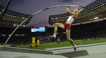 Anna Rogowska w skoku po mistrzostwo świata /AFP