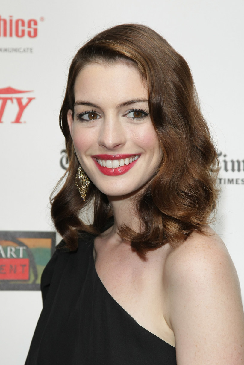Anne Hathaway  /Getty Images/Flash Press Media
