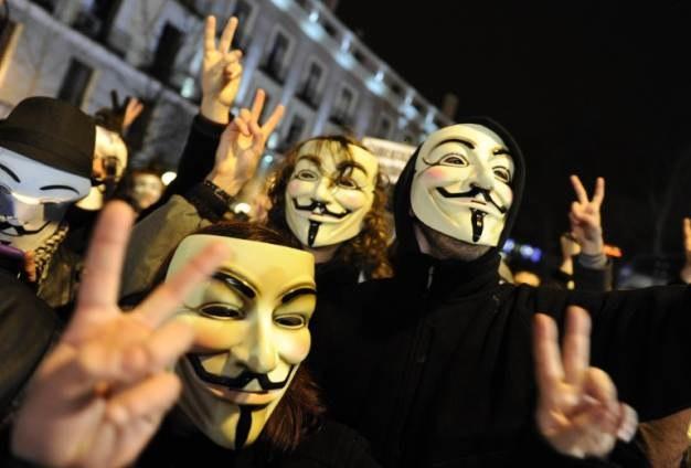 Anonymous - kolektyw haktywistów, którzy korzystając z możliwości stworzonych przez cyberprzestrzeń chcą zrówić uwagę na ważne kwiestie społeczne i polityczne /AFP