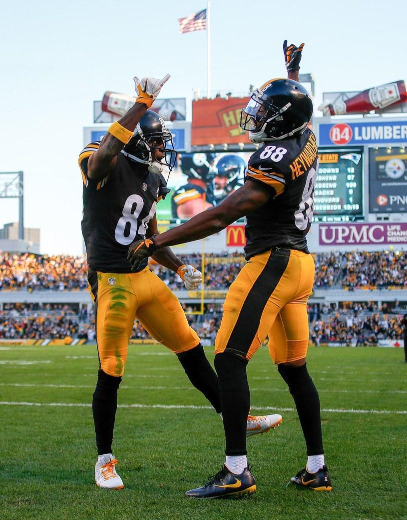 """Antonio Brown (z lewej) z Pittsburgh Steelers został ukarany za """"cieszynkę"""" /AFP"""