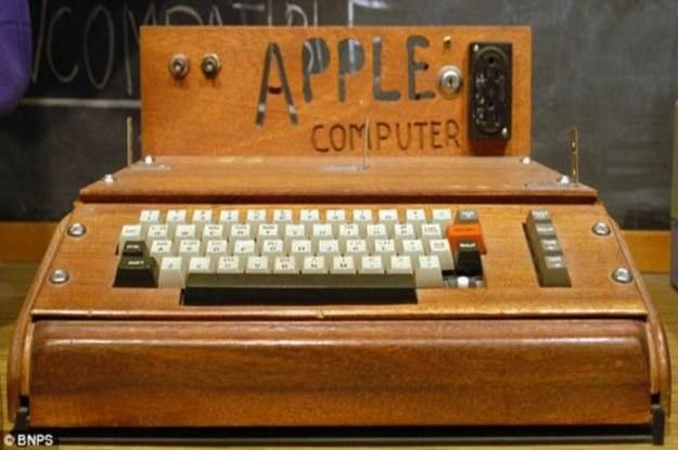 Apple-1 - kiedyś drewniany komputerek, dzisiaj antyk wart prawie ćwierć miliona dolarów /gizmodo.pl